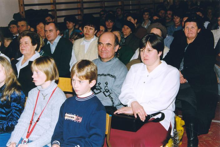 Licznie zgromadzona publiczność IV Międzynarodowego Przeglądu Chórów Kolędniczych - Terespol 1999