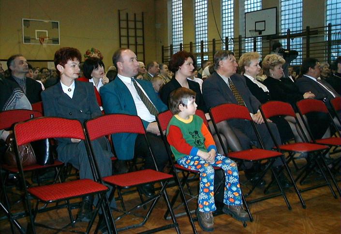 LIcznie zgromadzona publiczność V Międzynarodowego Festiwalu Chórów Kolędniczych – Terespol 2000