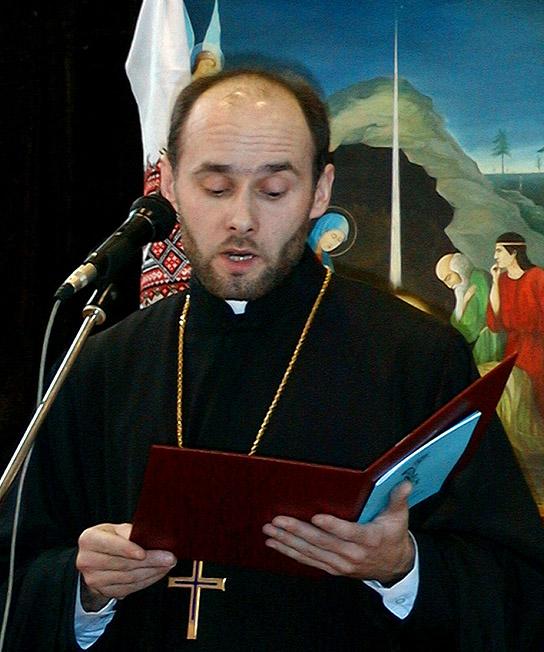 Ksiądz Andrzej Łoś odczytuje słowa JE Biskupa Abla