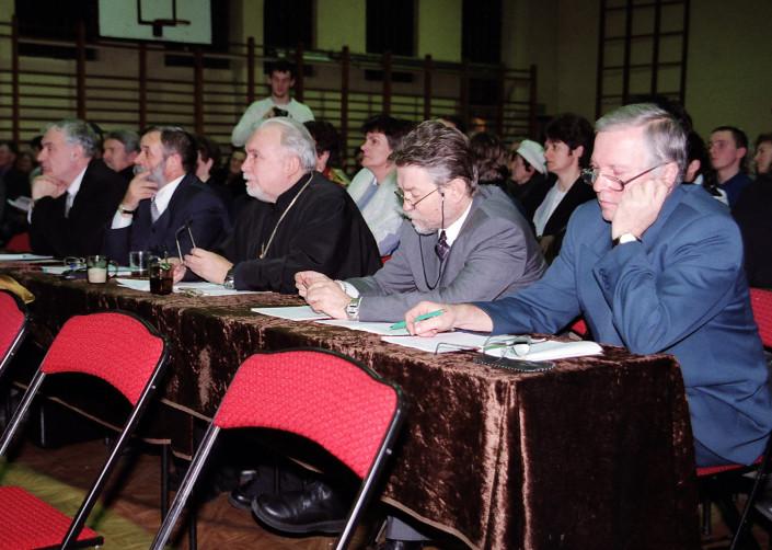 Obrady jury VII Międzynarodowego Festiwalu Chórów Kolędniczych - Terespol 2002