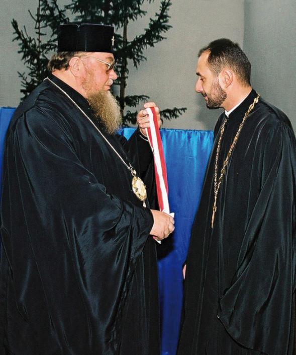 Ks. prot. Jarosław Łoś otrzymuje z rąk JE Metropolity Sawy order Równej Apostołom Marii Magdaleny III stopnia